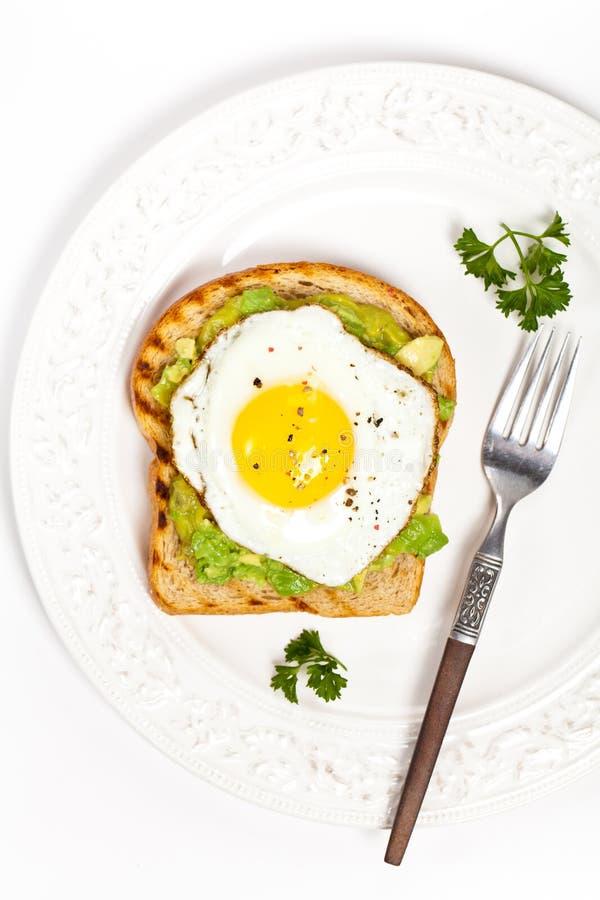 鲕梨多士用煎蛋 免版税库存照片