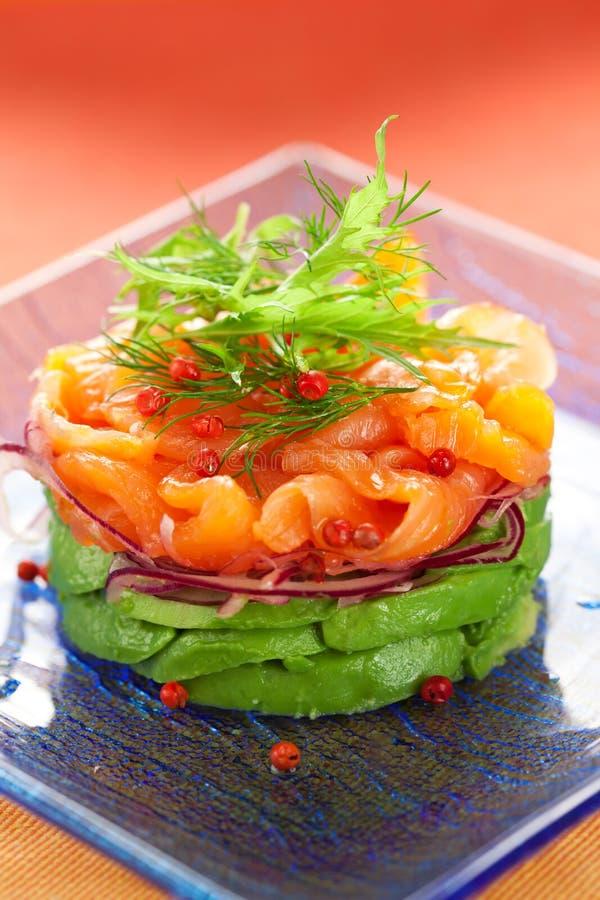 鲕梨沙拉三文鱼 库存照片