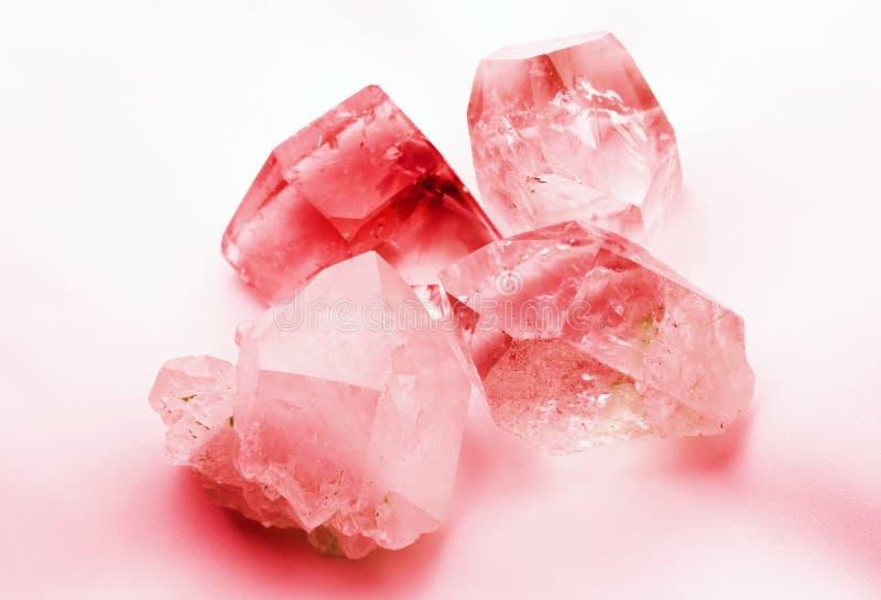 鲜红色的色的水晶 免版税库存图片