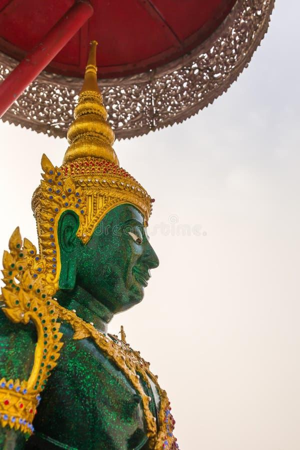 鲜绿色菩萨雕象在Wat Thaton Chedi寺庙或水晶塔,清迈 库存图片