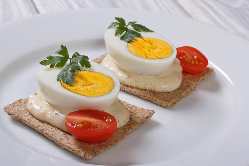 鲜美三明治用煮沸的鸡蛋 免版税图库摄影