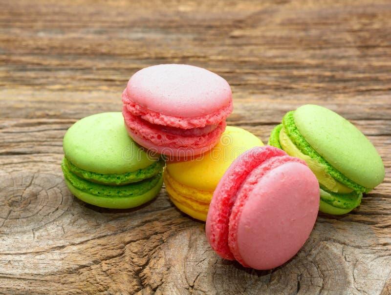 Download 鲜美五颜六色的蛋白杏仁饼干 库存照片. 图片 包括有 颜色, 堆积, 点心, 粉红色, 橙色, 五颜六色 - 72363128