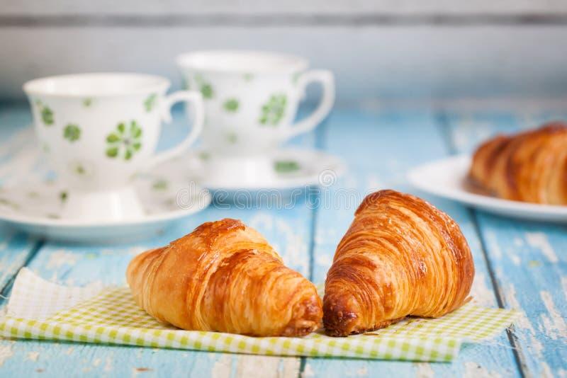 鲜美法国新月形面包早餐 库存照片