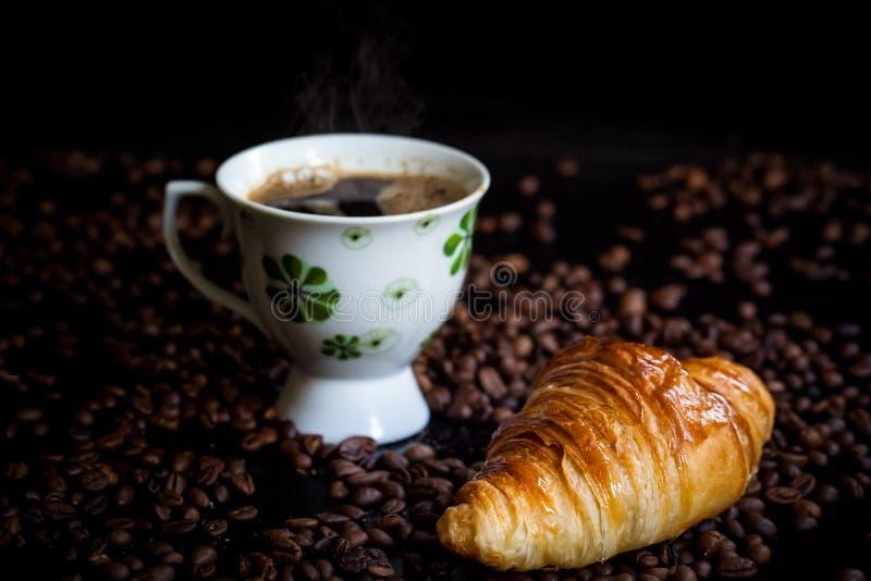 鲜美法国新月形面包早餐 图库摄影