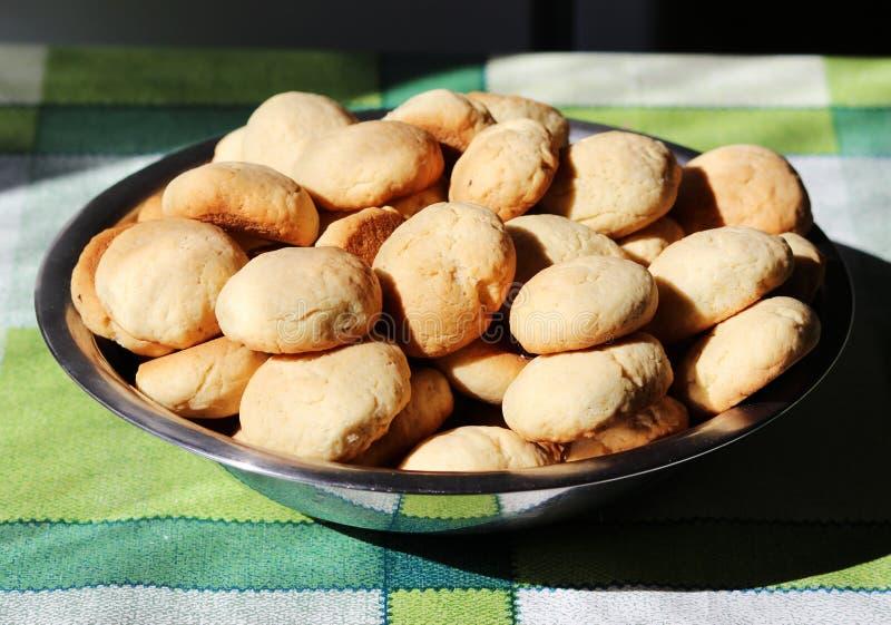 鲜美自创脆饼的准备在板料的 免版税库存图片