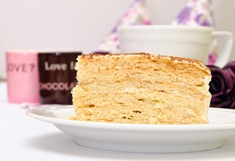 与奶油的鲜美蛋糕 库存图片