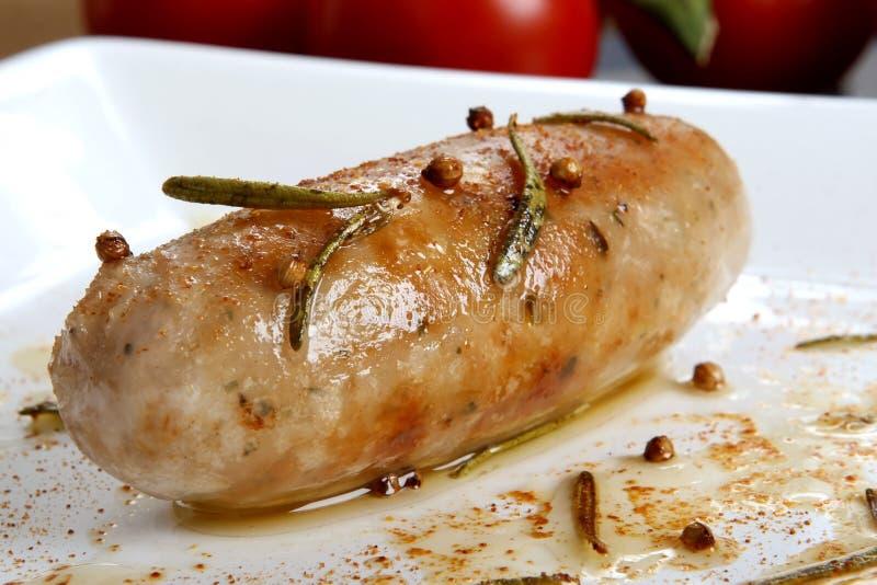 鲜肉猪肉香肠被充塞的蔬菜 免版税库存图片
