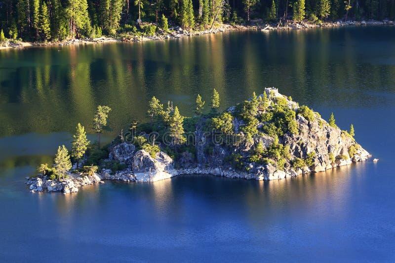 鲜绿色海湾的,太浩湖,加利福尼亚,美国Fannette海岛 库存图片