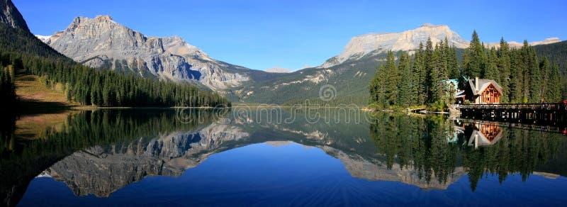 鲜绿色湖,幽鹤国家公园,不列颠哥伦比亚省全景, 免版税库存图片