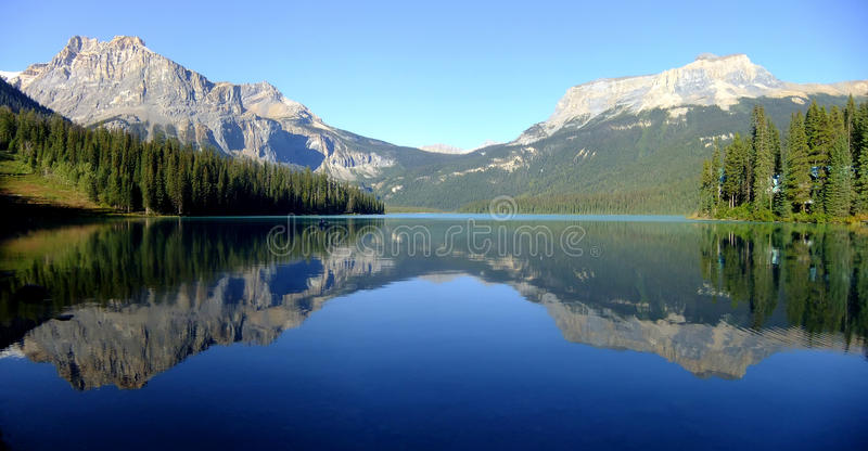 鲜绿色湖,幽鹤国家公园,不列颠哥伦比亚省全景, 免版税库存照片