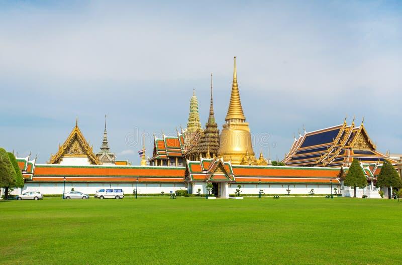 鲜绿色菩萨全部宫殿和寺庙 图库摄影