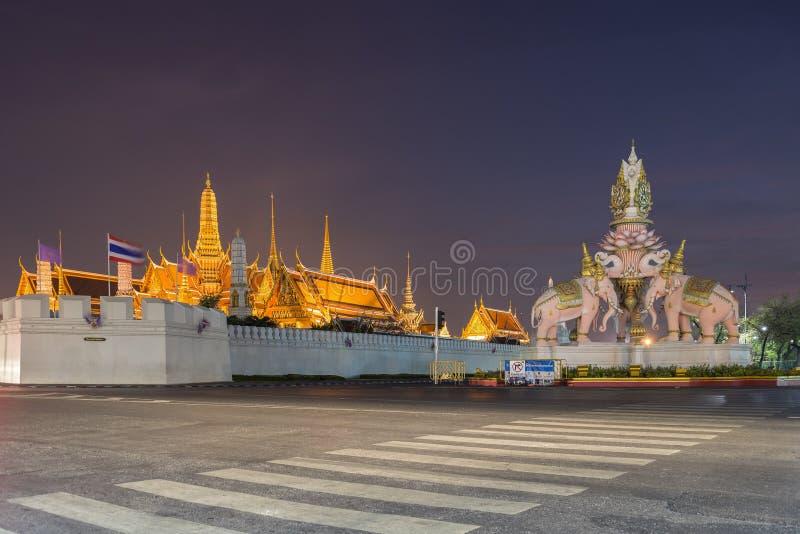 鲜绿色菩萨的曼谷玉佛寺或寺庙 免版税库存照片