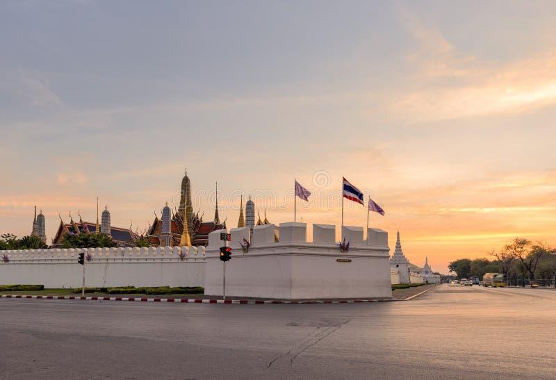 鲜绿色菩萨的曼谷玉佛寺或寺庙 免版税库存图片