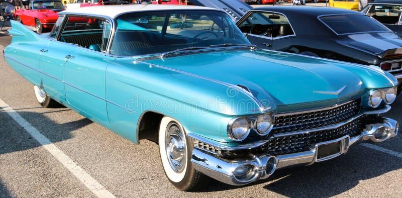 1957鲜绿色蓝色卡迪拉克轿车 免版税库存照片