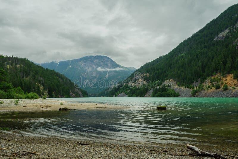 鲜绿色Diablo湖 免版税库存照片