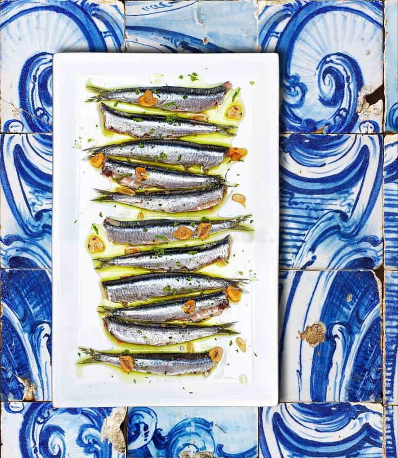 鲥鱼烹调了巴斯克乡村模式在铺磁砖的背景 库存照片
