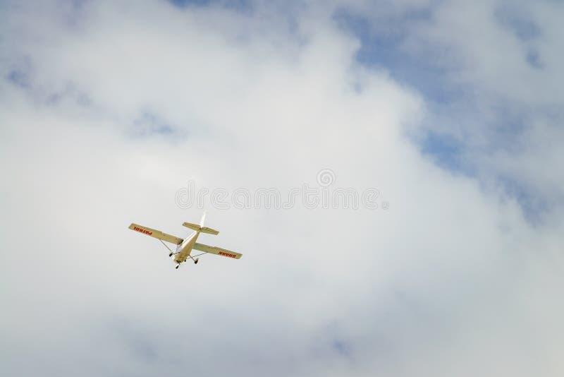 鲨鱼海岸线巡逻飞机 库存图片