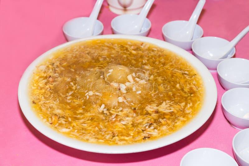 鲨鱼飞翅蟹肉纤巧服务,受欢迎在汉语中 免版税库存图片