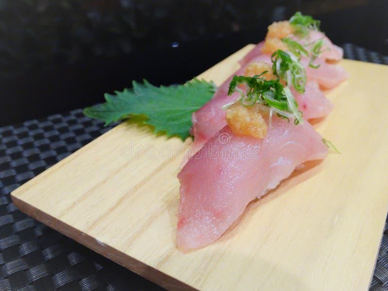 鲱的nigiri 免版税库存图片