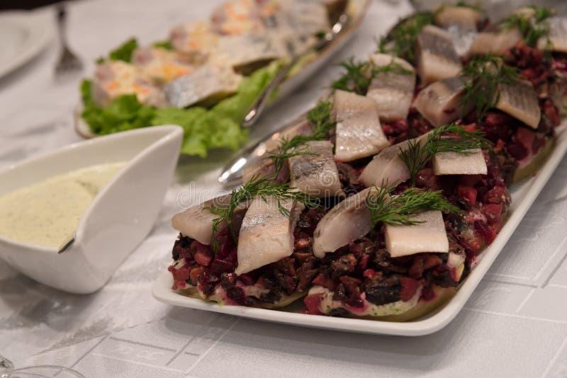 鲱鱼盘素食党桌设置 免版税库存图片