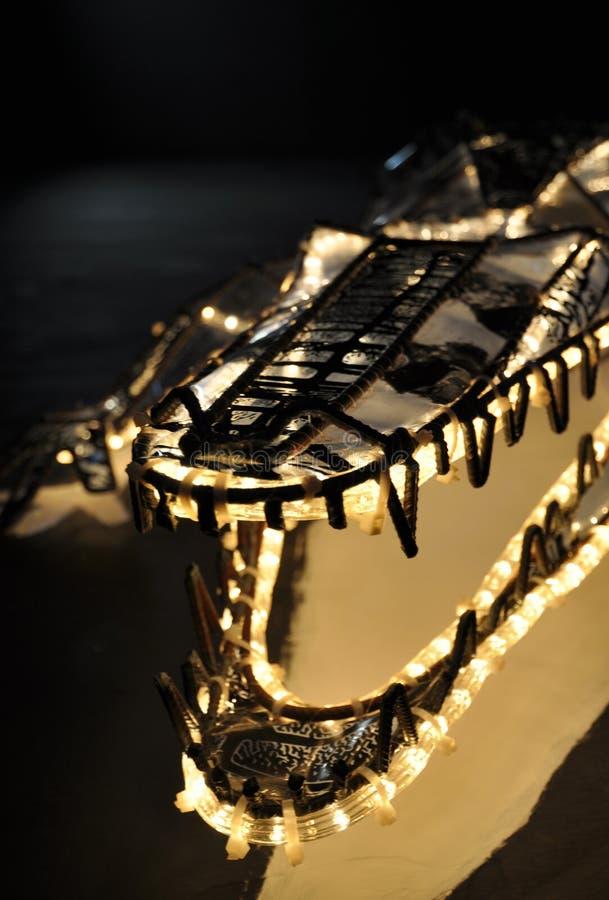 鳄鱼嘴和牙摘要由铁和光做成 库存图片