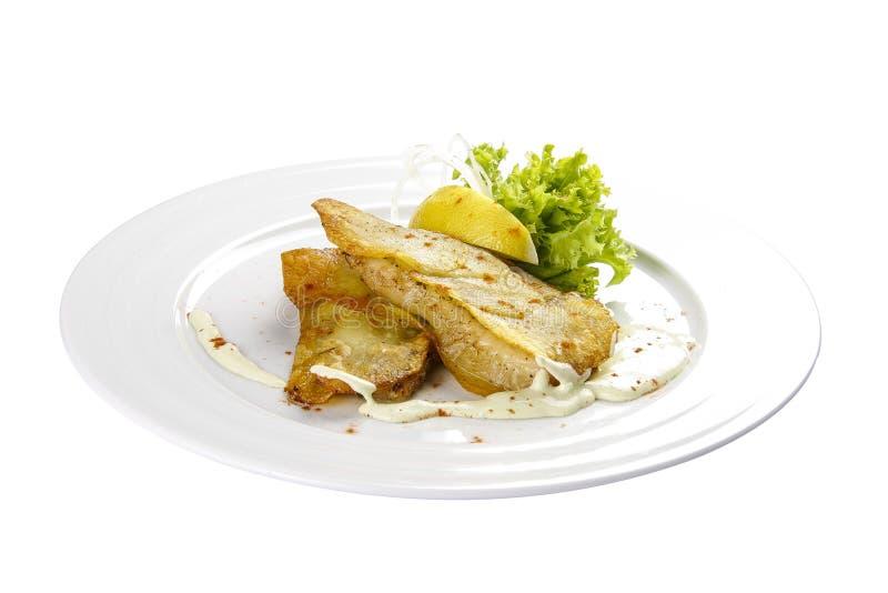 鳕鱼片用柠檬和沙拉 库存照片