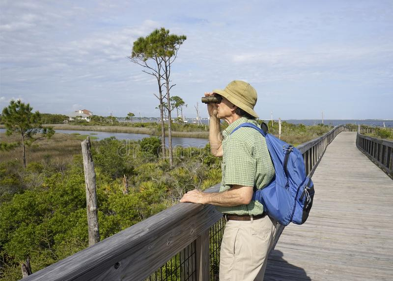鸟的监视人在大盐水湖国家公园的人在佛罗里达 免版税库存照片