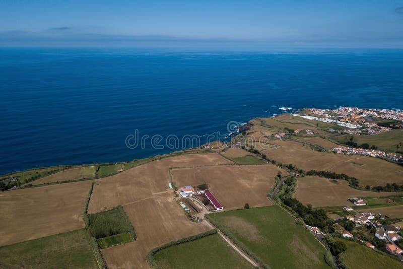 鸟瞰亚速尔州圣米格尔岛海岸 免版税图库摄影