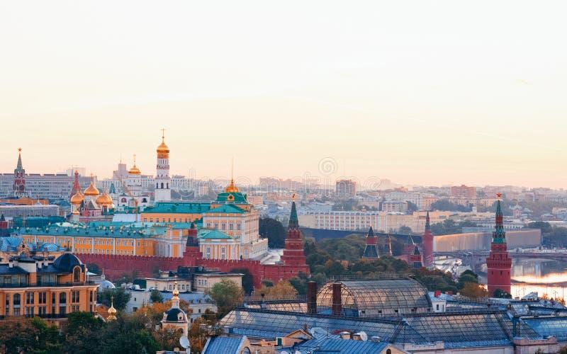 鸟瞰图向克里姆林宫和莫斯科在俄罗斯 免版税图库摄影