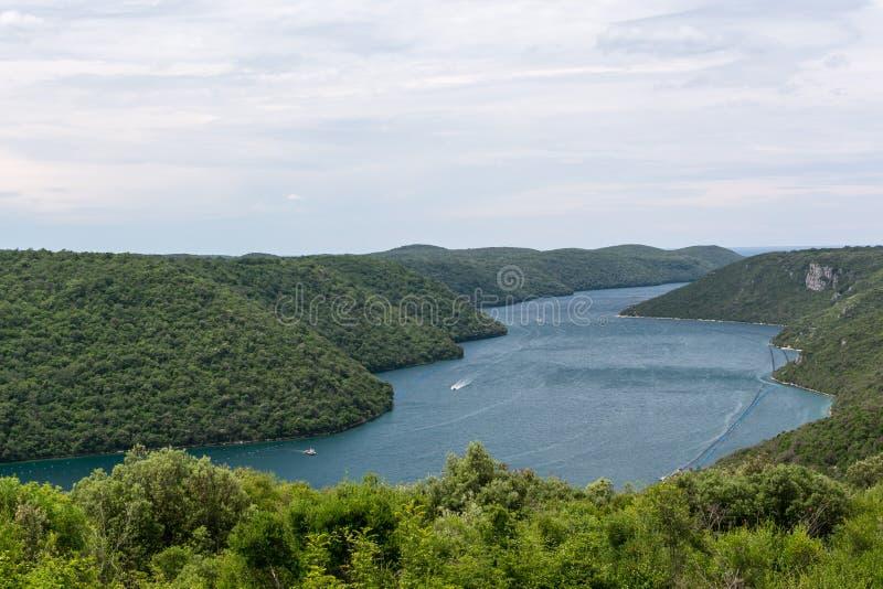 鸟瞰图向林渠道Limski海湾 库存照片