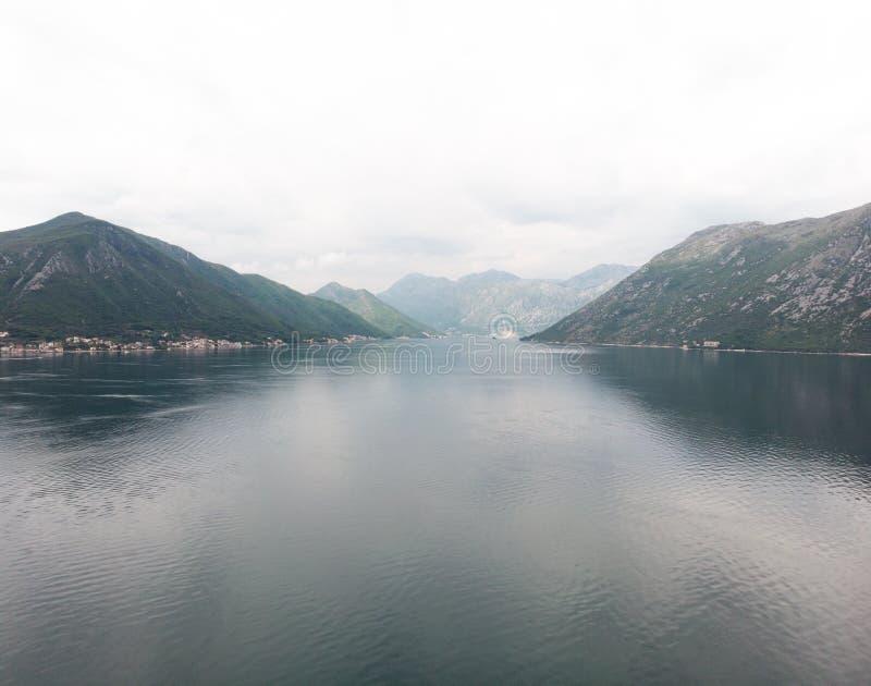 鸟瞰图小海岸镇在科托尔,黑山 免版税库存照片