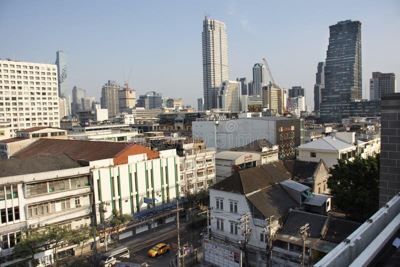 鸟瞰图曼谷市风景和都市风景从香港邮政总局的在挽叻县在曼谷,泰国 免版税图库摄影