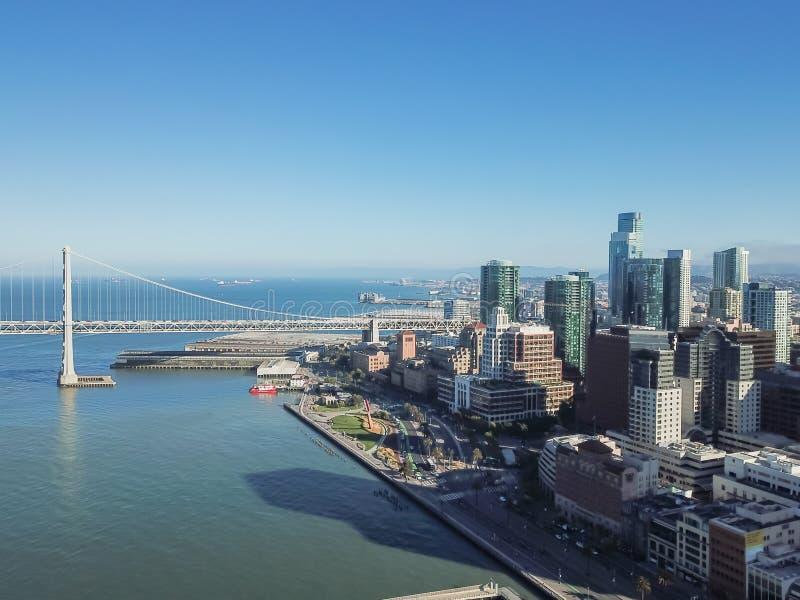 鸟瞰图海湾桥梁和旧金山地平线,加利福尼亚,美国 库存照片