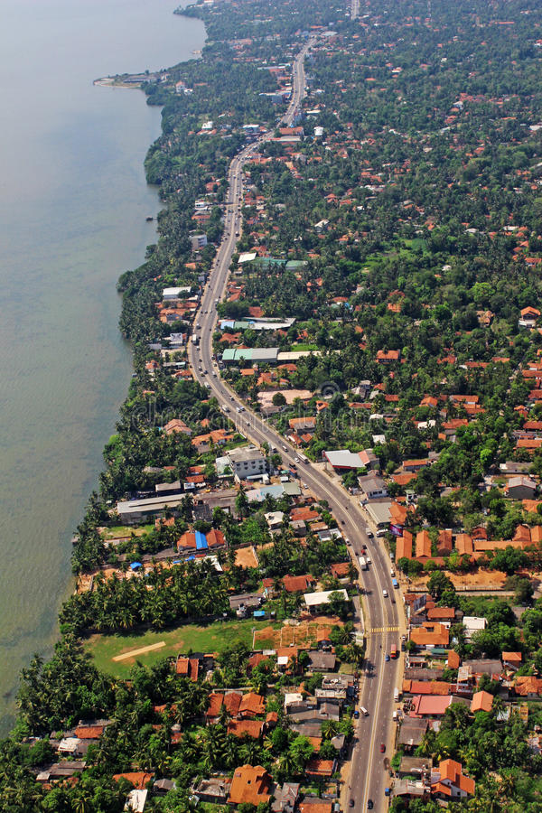 鸟瞰图海滩沿海高速公路热带海岛科伦坡斯里兰卡 免版税库存照片