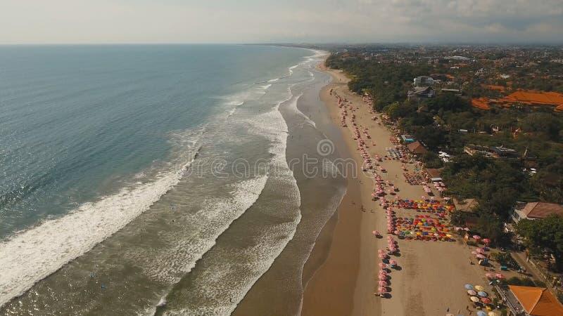鸟瞰图美丽的海滩,巴厘岛,库塔 免版税库存图片