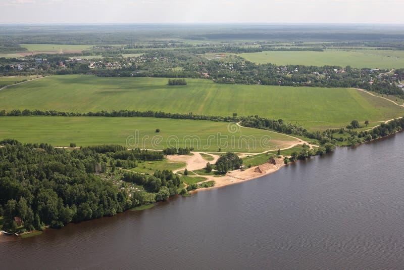 鸟瞰图-俄国草甸、河伏尔加河和领域 库存图片