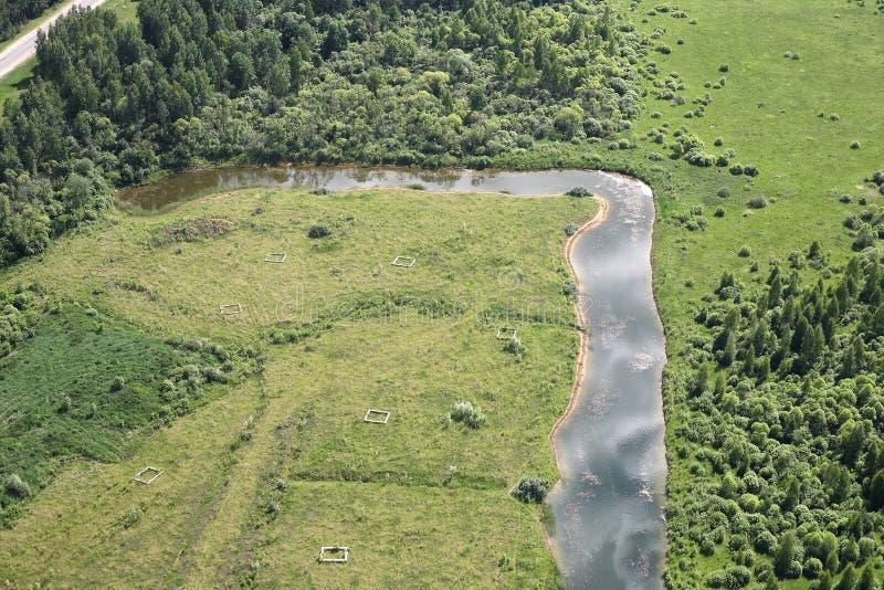 鸟瞰图-俄国草甸、河和领域 库存图片
