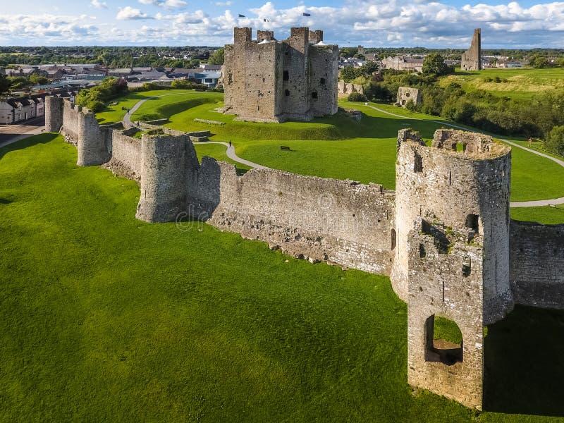 鸟瞰图 修剪城堡 县Meath 爱尔兰 库存照片