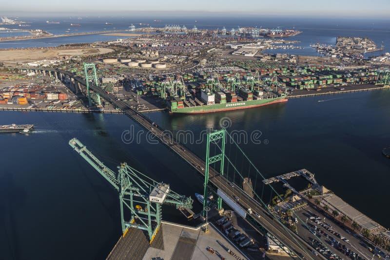 鸟瞰图洛杉矶港口和终端岛 免版税库存照片