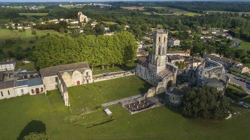 鸟瞰图Abbey de la Sauve神,路线向圣地亚哥-德孔波斯特拉 免版税库存图片