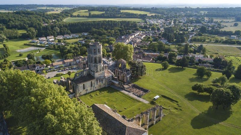 鸟瞰图Abbey de la Sauve神,路线向圣地亚哥-德孔波斯特拉 库存照片
