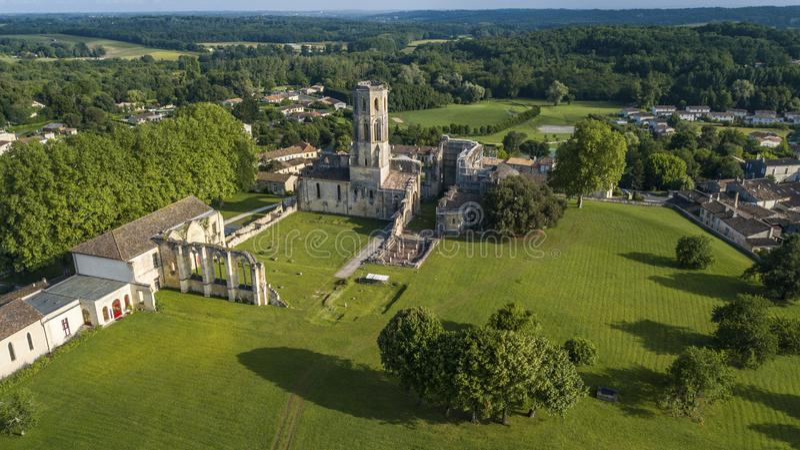 鸟瞰图Abbey de la Sauve神,路线向圣地亚哥-德孔波斯特拉 免版税图库摄影