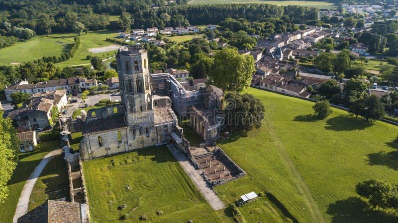 鸟瞰图Abbey de la Sauve神,路线向圣地亚哥-德孔波斯特拉 免版税库存照片