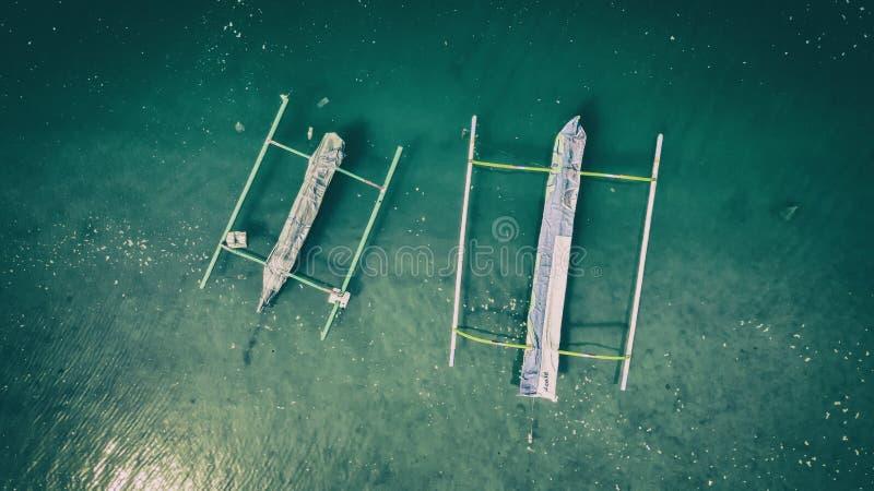 鸟瞰图Jukung渔夫小船印度尼西亚 免版税库存照片