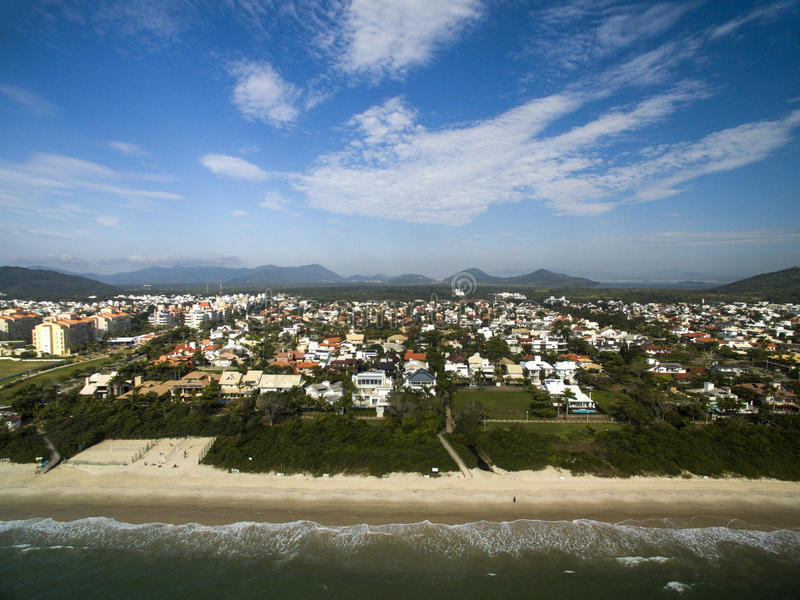 鸟瞰图Jurere海滩在弗洛里亚诺波利斯,巴西 2017年7月 库存照片