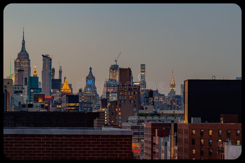 鸟瞰图NYC中心商务区蓝色小时 免版税库存照片