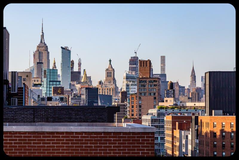 鸟瞰图NYC中心商务区蓝色小时 库存图片