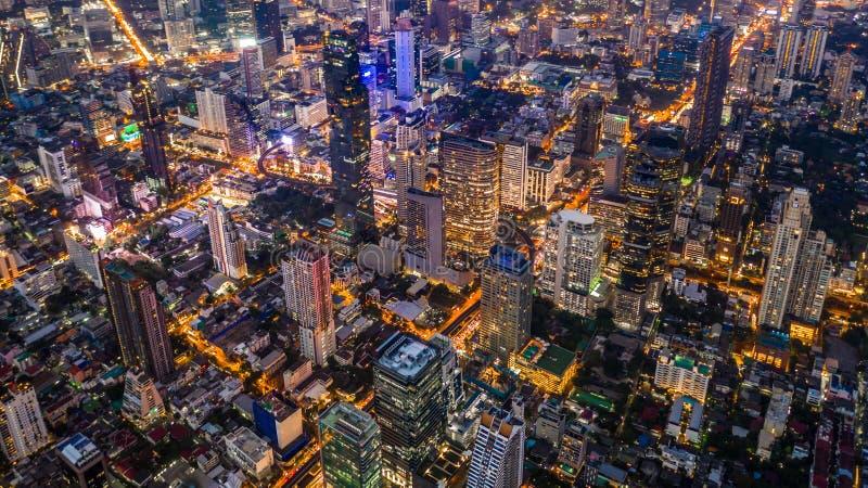 鸟瞰图Sathorn路商业中心的曼谷摩天大楼在曼谷街市,曼谷,泰国 免版税图库摄影