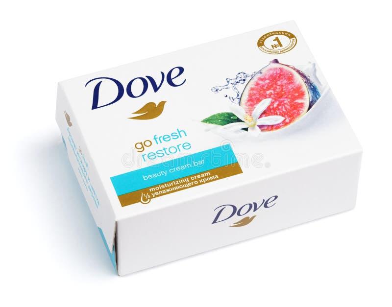 鸠去新恢复-在白色隔绝的秀丽奶油色肥皂 免版税库存图片