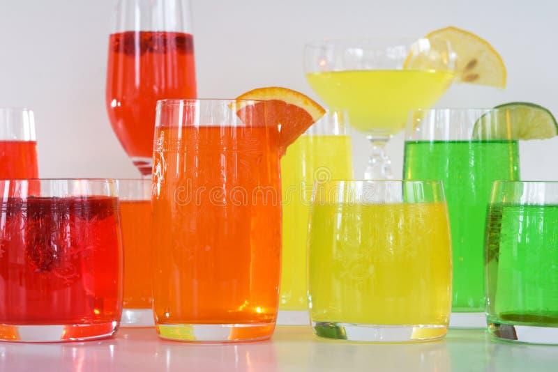 鸡尾酒五颜六色的饮料 免版税库存照片